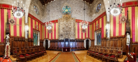 generalitat: BARCELONA, SPAIN - APRIL 23: Panorama of ancient hall in city hall in April 23, 2013 in Barcelona, Spain.  It hall named Council of One Hundred (Salo de Cent)