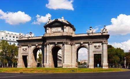 여름에 톨레도의 문입니다. 마드리드, 스페인