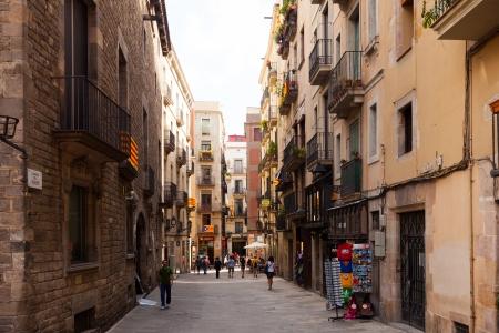 gotico: BARCELONA, ESPAÑA - 12 de septiembre: de la calle en el Barrio Gotico el 12 de septiembre de 2013, de Barcelona, ??España. Es el centro de la ciudad vieja de Barcelona.