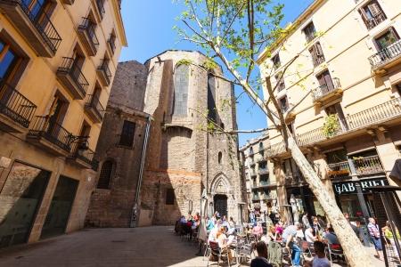 gotico: BARCELONA, ESPAÑA - 14 de abril: Santa Maria del Pi, en 14 de abril 2013 en Barcelona, ??España. Es una iglesia gótica del siglo 14 en el Barrio Gótico Editorial