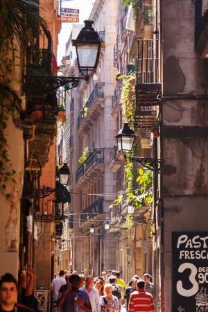 gotico: BARCELONA, ESPA�A - 14 de abril: el Barrio G�tico, en 14 de abril 2013 en Barcelona, ??Espa�a. Es el centro de la ciudad vieja de Barcelona