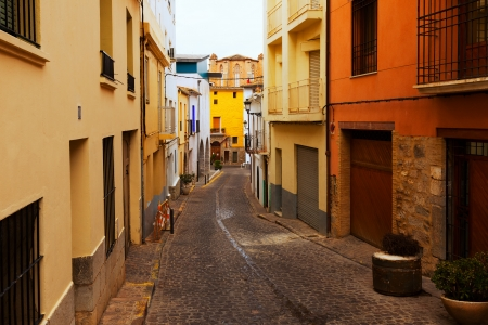 valencian: Narrow street of old spanish town. Sagunto, Valencian Community