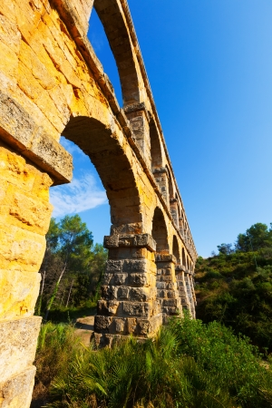 acueducto: Wide angle shot of Aqueduct de les Ferreres  in Tarragona. Catalonia, Spain Stock Photo