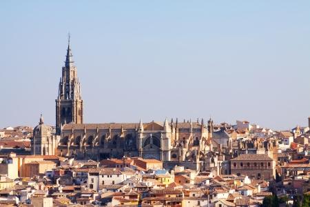 gotico: Catedral de Toledo en los días de verano. España Editorial
