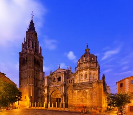 gotico: Catedral Primada de Santa Mar�a en la hora crepuscular. Toledo, Espa�a Foto de archivo