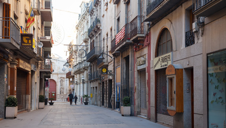 alt: VALLS, SPAIN - JANUARY 26, 2014: Town street. Valls is the capital of the comarca of Alt Camp. Population (2010) 25,158 Editorial