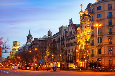barcelone: Passeig de Gracia soir d'hiver. Barcelone, Espagne Banque d'images