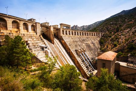 hydropower plants: dam at Segre river