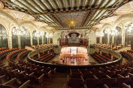 espanya:  BARCELONA, CATALONIA - NOVEMBER 7, 2013: Interior of Palace of Catalan Music in Barcelona, Catalonia.  Palace was built between 1905 and 1908