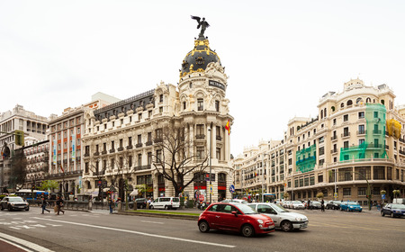 gran via: MADRID, SPAIN - APRIL 26: Crossing the Calle de Alcala and Gran Via in April 26, 2013 in Madrid, Spain.  It is most important avenues at city Editorial