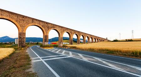 acueducto: Noain aqueduct near Pamplona. Navarre, Spain