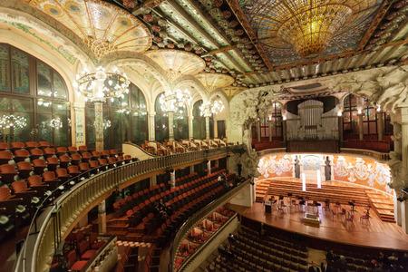 BARCELLONA, CATALOGNA - 7 novembre 2013: Interno del Palau de la Musica Catalana di Barcellona, ??in Catalogna. Palazzo fu costruito tra il 1905 e il 1908 Archivio Fotografico - 29326458