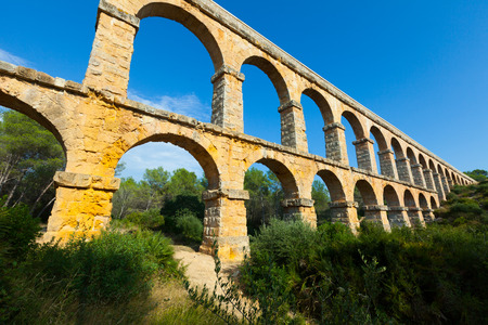 acueducto: Wide angle shot of Ponte del Diable in Tarragona. Catalonia, Spain