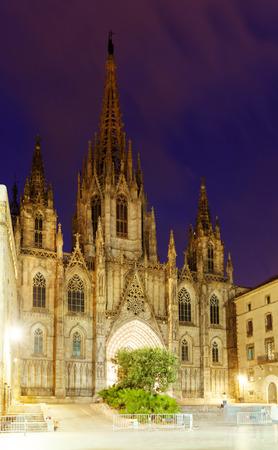 gotico: Vista de noche de la catedral de Barcelona en el Barrio Gótico. De Barcelona