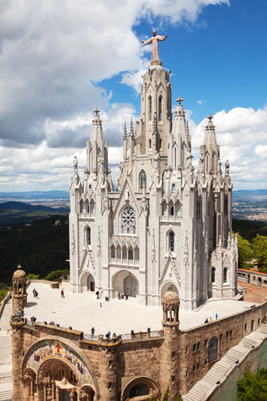 cor: BARCELONA, SPAIN - MAY 18: Temple Expiatori del Sagrat Cor in May 18, 2013 in Barcelona, Spain.  The construction of the temple dedicated to Sacred Heart, lasted from 1902 to 1961 Editorial