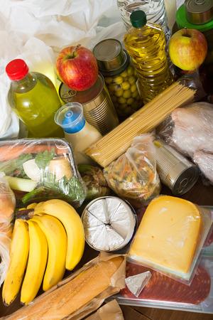 abastecimiento: Provisi�n de verduras y alimentos en la mesa