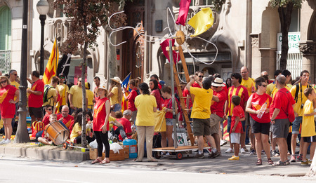 converge: BARCELONA, SPAIN - SEPTEMBER 11, 2014: People converge to rally to 300th anniversary of  loss of independence of Catalonia  in Barcelona, Spain Editorial