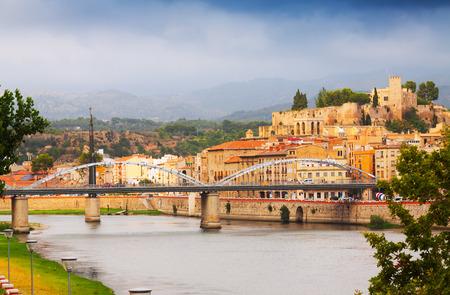 ebro: Fiume Ebro e Castello di Suda a Tortosa. Catalogna, Spagna