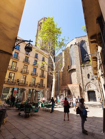 gotico: BARCELONA, ESPAÑA-14 de abril: Santa Maria del Pi en el Barrio Gótico en 14 de abril 2013 en Barcelona, ??España. Es el centro de la ciudad vieja, el nombre del barrio se debe a los edificios conservados, erigido en el tiempo medieval