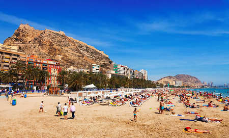 barbara: ALICANTE, SPAIN - APRIL 14, 2014:  Mediterranean  beach in Alicante.  Resort city known for its sandy beach Editorial