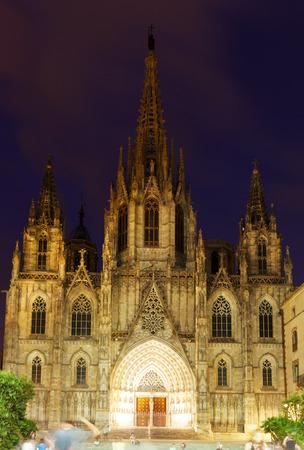 gotico: vista de noche de la Catedral de Barcelona, ??en el Barrio Gótico. Barcelona, ??España Foto de archivo