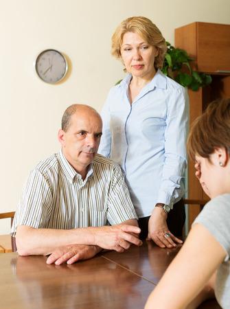 fracas: Mature parents berates  adult daughter  in interior