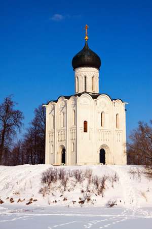 nerl river: Church of the Intercession on the River Nerl in winter. Russia