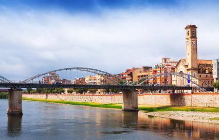 ebro: Vista del ponte chiamato Pont de l'Estat sul fiume Ebro a Tortosa, Spagna