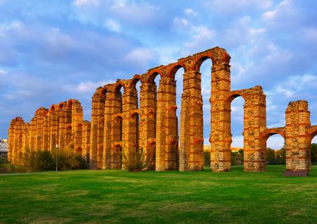acueducto: Roman Aqueduct of Merida in  dusk. Extremadura, Spain Stock Photo