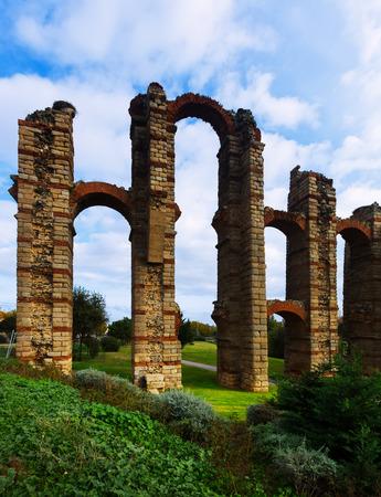 acueducto: antique  Roman Aqueduct of Merida. Spain Stock Photo