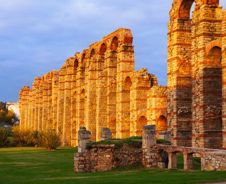 acueducto: Acueducto de los Milagros - antique  Roman aqueduct at Merida. Spain