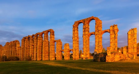 acueducto: Evening  view of Acueducto de los Milagros - Roman aqueduct. Merida, Spain