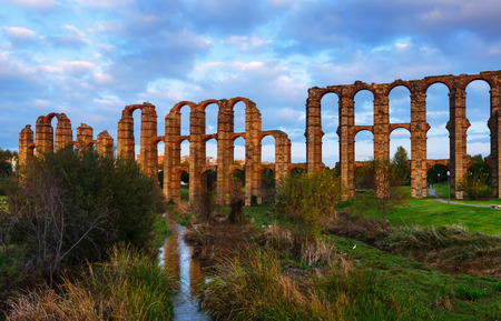 acueducto: Evening dusk view of Acueducto de los Milagros - Roman aqueduct. Merida, Spain