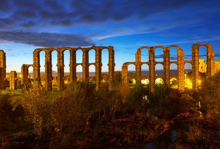 acueducto: night view of ancient roman aqueduct at Merida. Extremadura, Spain