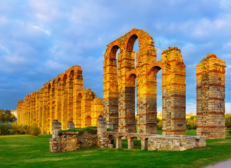 acueducto: old roman aqueduct in  evening lights. Merida, Spain Stock Photo