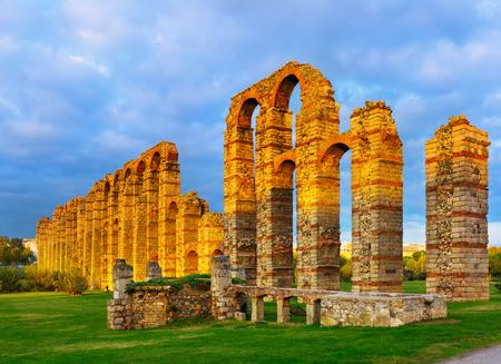 acueducto: old roman aqueduct in  evening lights. Merida, Spain Stock Photo