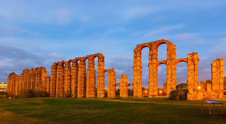 acueducto: twilight view of Acueducto de los Milagros - Roman aqueduct. Merida, Spain