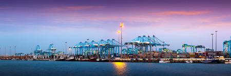 Soirée panorama de Port d'Algésiras - un des plus grands ports d'Europe