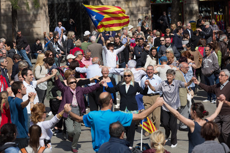 mature people: BARCELONA, SPAIN - APRIL 5, 2015: Mature people dancing circle dance long sardana at Catedral square