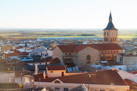 campo: View of Campo de Criptana with church. Castilla-La Mancha, Spain