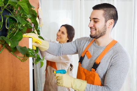empleadas domesticas: Limpieza de equipo local está listo para trabajar Foto de archivo