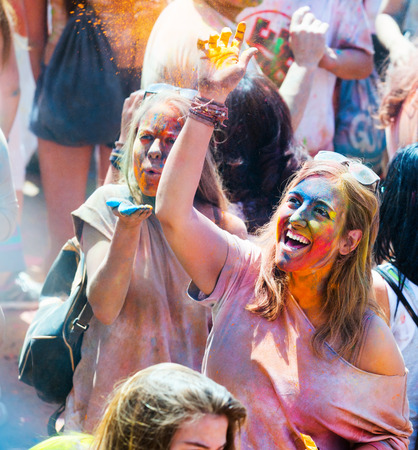 trituration: BARCELONA, SPAIN - APRIL 12, 2015: Happy woman at  Festival de los colores Holi in Barcelona Editorial