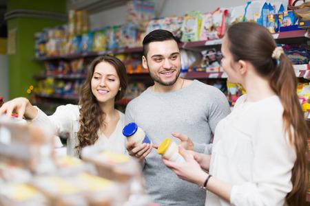 tinned: Positive people choosing tinned food at supermarket