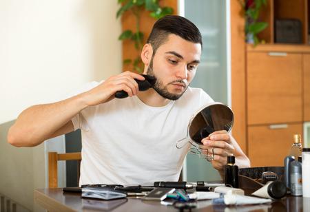 electric razor: Guy shaving face with electric razor