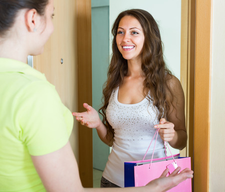 cognate: Smiling girl visiting her sister with birthday present