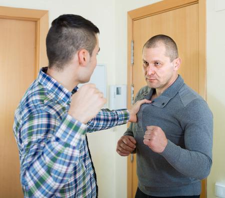 pelea: Familia lucha entre dos hermanos pelean en el país