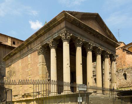 templo romano: antiguo templo romano de Vic. Espa�a