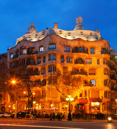 paseig: BARCELONA, SPAIN - JANUARY 2, 2014: Night view of Casa Mila (La Pedrera) in Barcelona.  House was built in 1905–1910 by  architect Antoni Gaudi