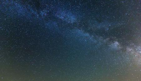 cielo de la noche con muchas estrellas