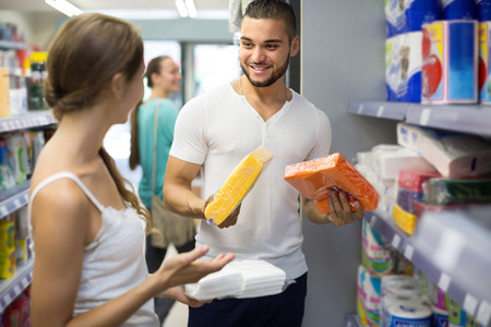 sudarium: Smiling couple in good spirits selecting napkins in store